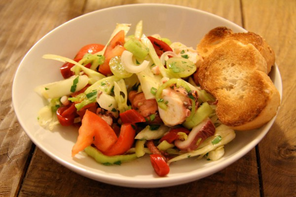 Oktopus Salat mit Fenchel und Weintrauben
