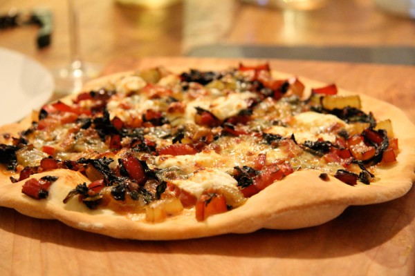 Pizza Bianca mit Mangold und Feta Schafskäse