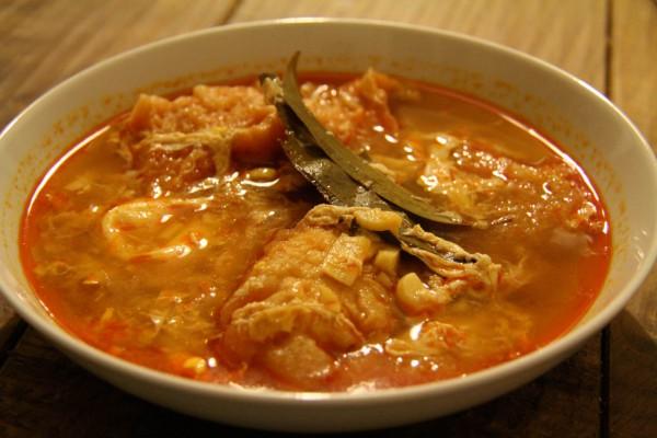 Spanische Knoblauchsuppe mit Pimenta
